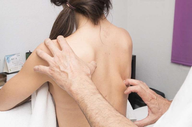 中式按摩背部按摩手法怎么按摩背部比较好